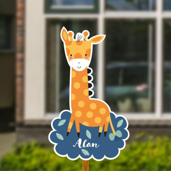 Geboortebord voor in de tuin - Giraffe met strikje in staart - Donkerblauw
