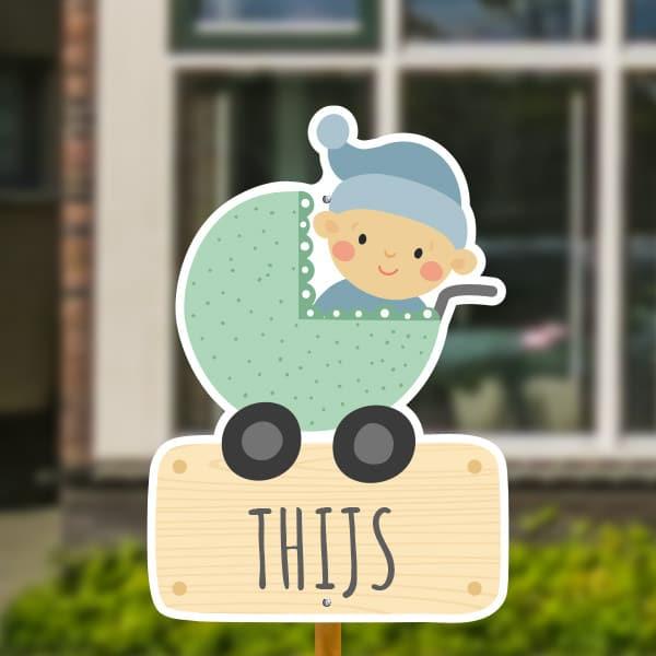 Geboortebord voor in de tuin - Kinderwagen met baby jongen - Groen