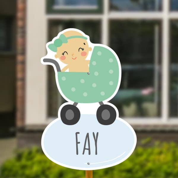 Geboortebord voor in de tuin - Kinderwagen met baby meisje - Groen