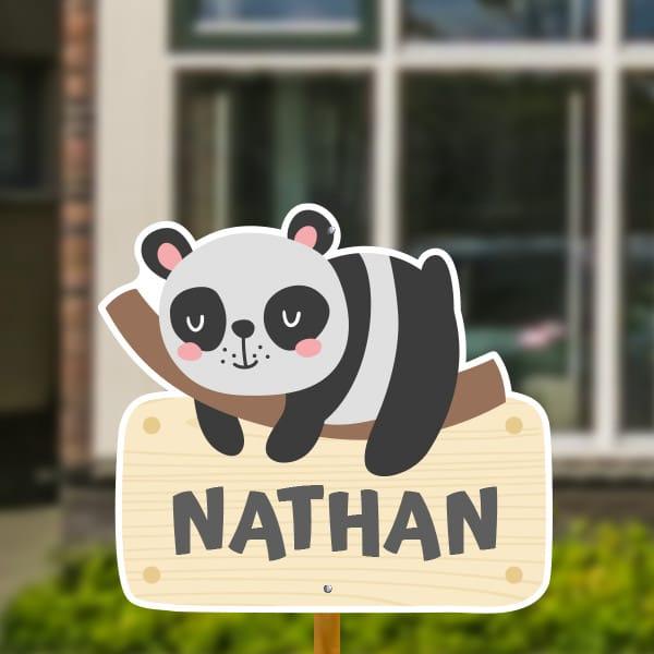 Geboortebord voor in de tuin - Luie panda - Grijs