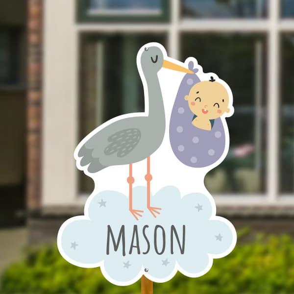 Geboortebord voor in de tuin - Ooievaar met baby jongen - Paars