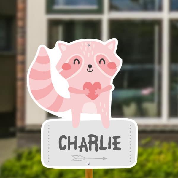 Geboortebord voor in de tuin - Wasbeertje met hartje - Roze