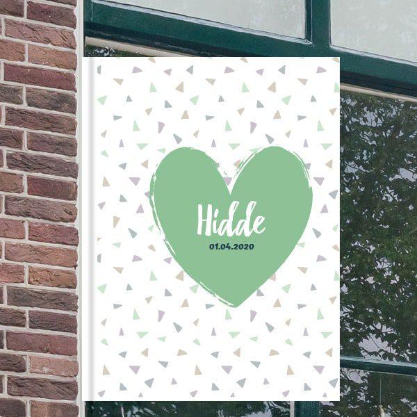 Geboorteborden voor aan het raam - Groot hart met abstracte driehoeken - Groen