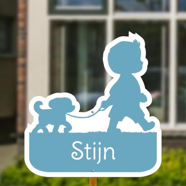 Geboortebord voor in de tuin - Jongetje met hondje - Lichtblauw