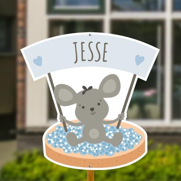 Geboortebord voor in de tuin - Beschuit met blauwe muisjes - Lichtblauw