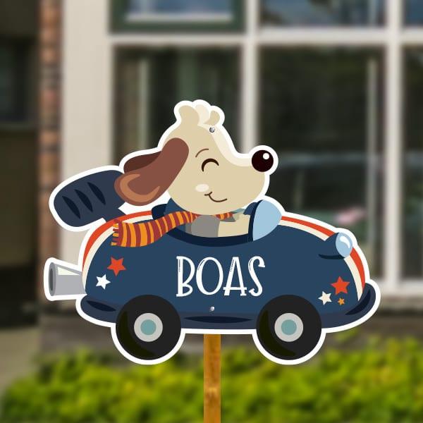 Geboortebord voor in de tuin - Hondje in raceauto - Donkerblauw