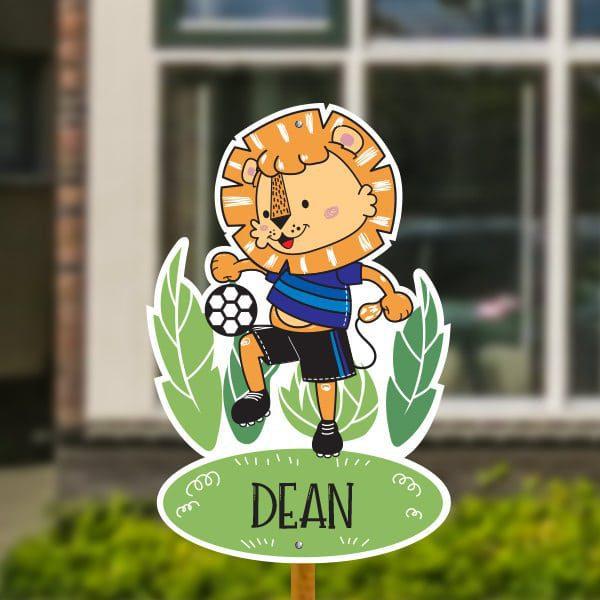 Geboortebord voor in de tuin - Leeuwtje met voetbal - Donkerblauw