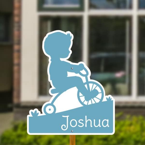 Geboortebord voor in de tuin - Jongetje op fiets - Lichtblauw