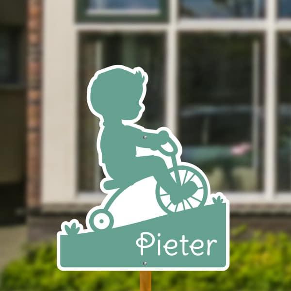 Geboortebord voor in de tuin - Jongetje op fiets - Mintgroen