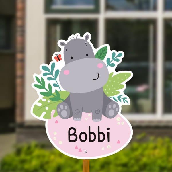 Geboortebord voor in de tuin - Jungle baby nijlpaard - Roze