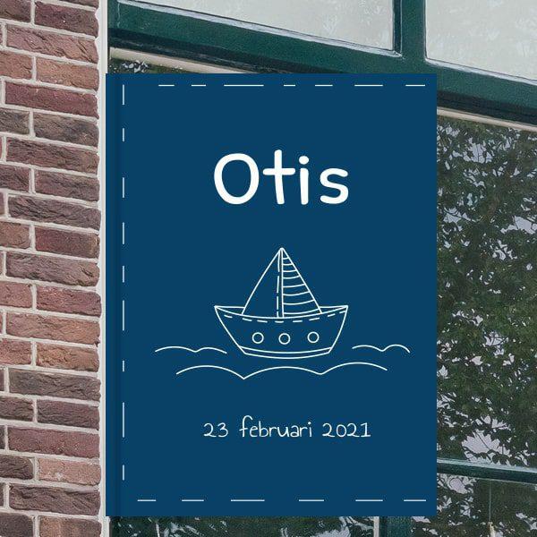 Geboortebord voor aan het raam - Zeilbootje op het water - Donkerblauw