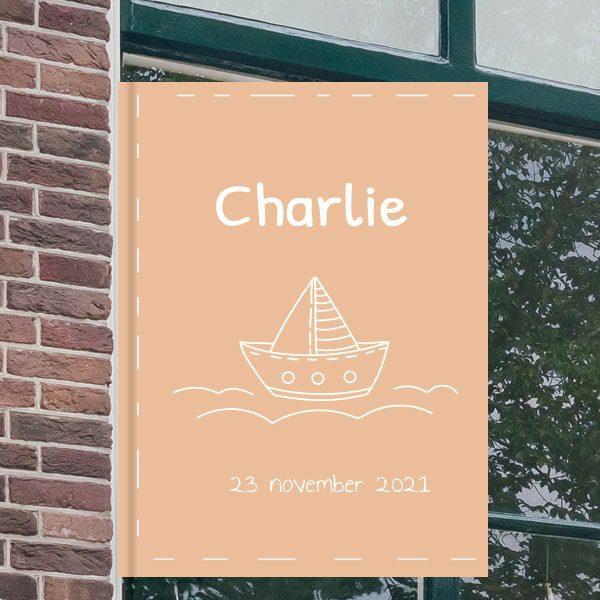 Geboortebord voor aan het raam - Zeilbootje op het water - Zalmroze